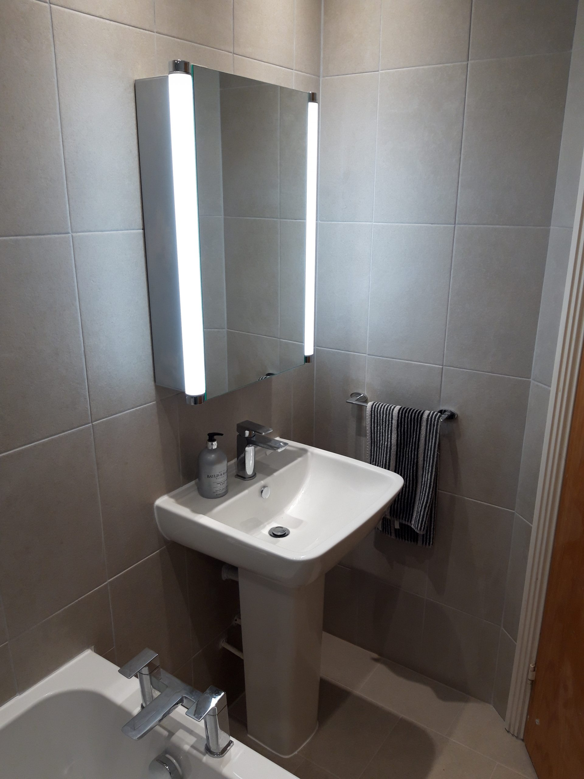 bathroom sink mirror light